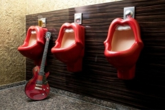 lips-urinals-bar-toliets-trendy-cool-urinals