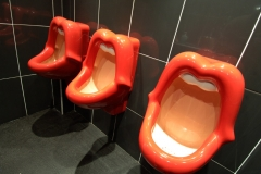 lips-kisses-urinals-buy